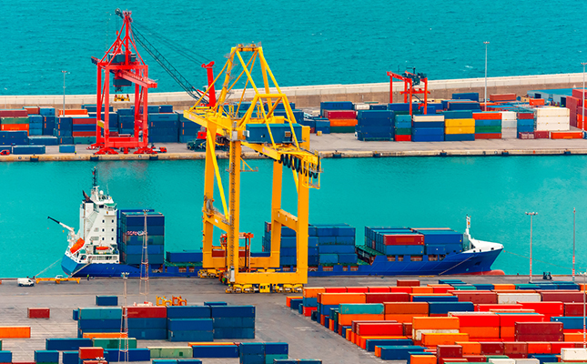 port_loading_containers_WWL